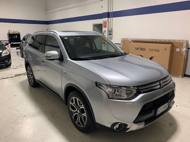 Mitsubishi Outlander 2.0 MIVEC 4WD PHEV Instyle Dia